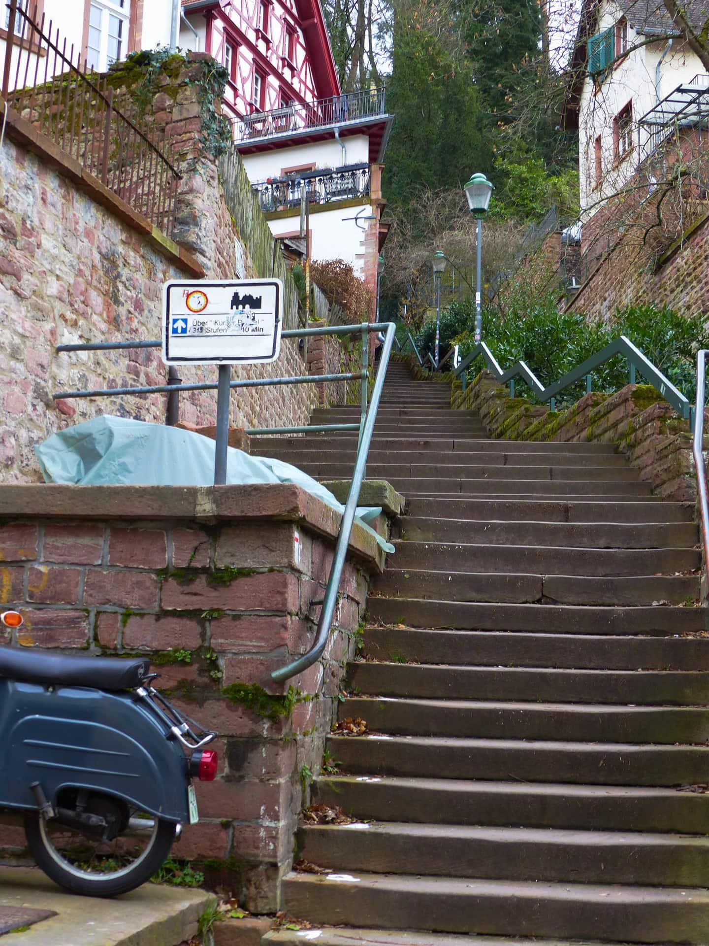 Aufstieg Schloss Treppen