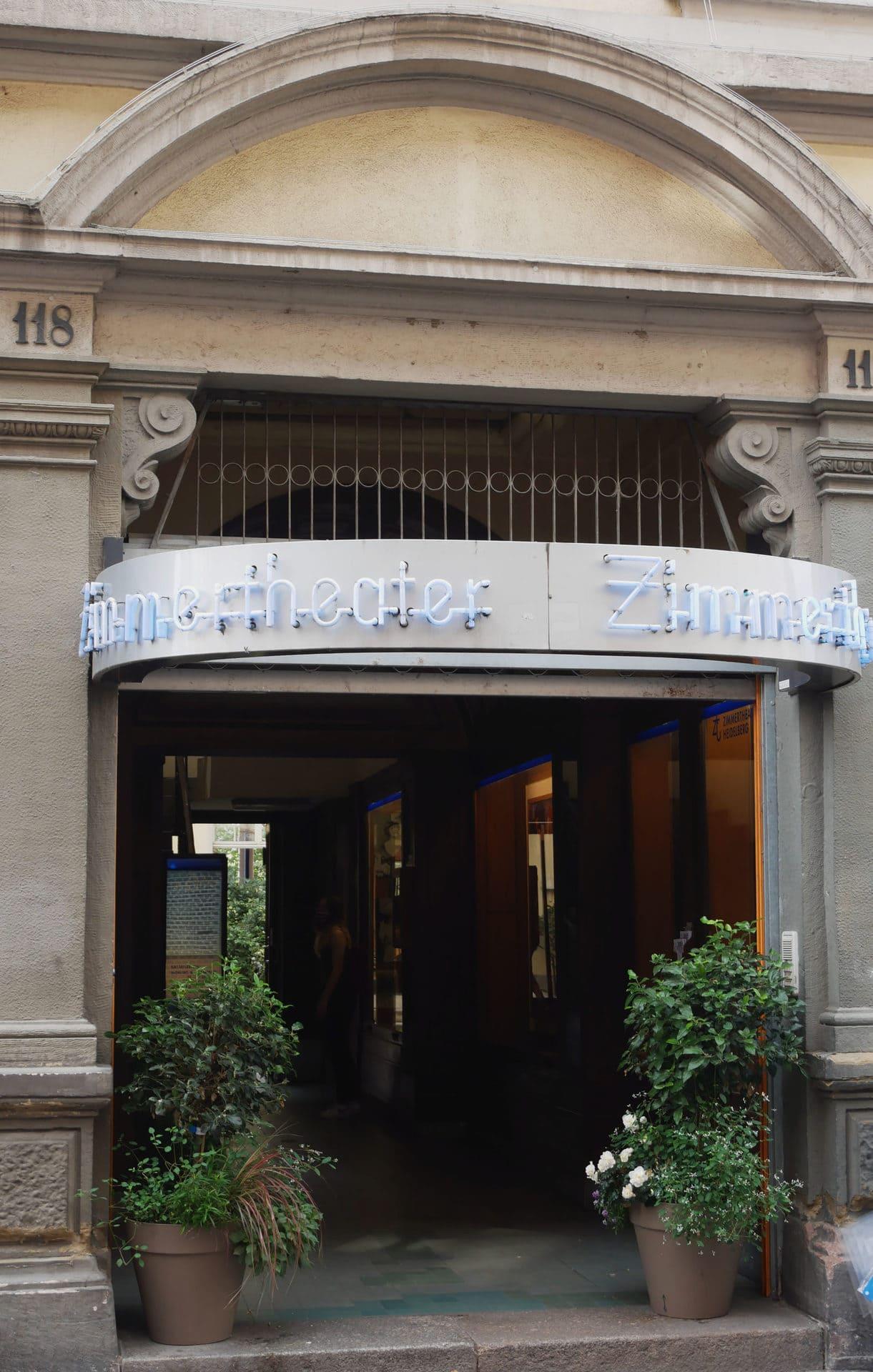 Eingang zum Zimmertheater